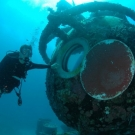 diver_visits_aquarius-284-950-500-80