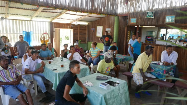 Subsistance fishermen in Honduras learn about new tools to track their catch.