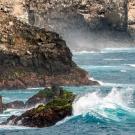 The rocky coast of Espaniola. (© Daniel Correia/UNESCO)