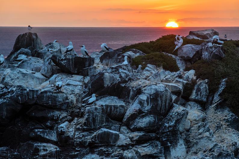 Sunset on Espanola. (© Daniel Correia/UNESCO)