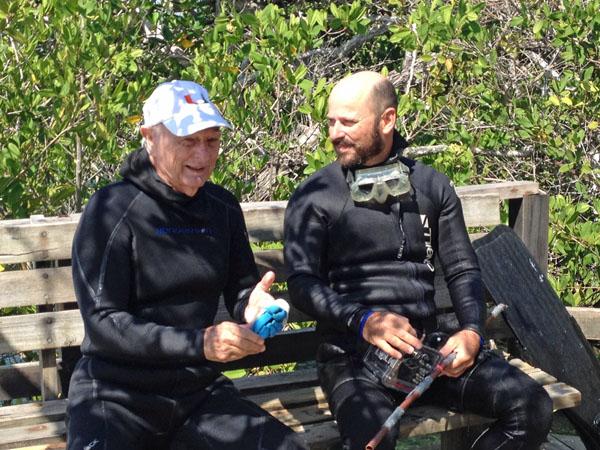 Peter Glynn (L) and Bernhard Riegl at Concha y Perla lagoon